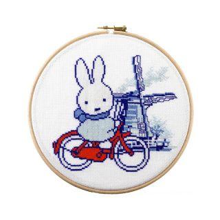 Borduurpakket Nijntje op de fiets - Pako