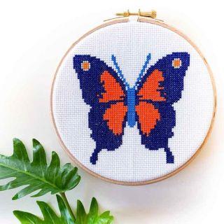 Borduurpakket Vlinder Oranje-blauw - Studio Koekoek
