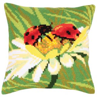 Kussen borduurpakket Ladybug on Camomile - Collection d'Art